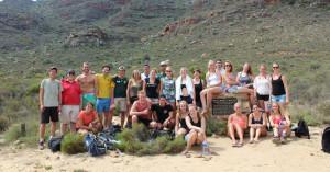Deze foto is gemaakt na de hike naar de Wolfberg Arch, 1 van de activiteiten tijdens onze weekenden weg met studenten