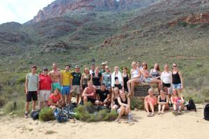 We ondernemen regelmatig leuke activiteiten met de studenten in Kaapstad, deze foto is gemaakt na de hike naar de Wolfberg Arch in de Cederbergen