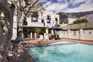 Bij de studentenappartementen zijn twee zwembaden waar je kunt genieten van het lekkere weer in Kaapstad
