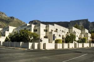 De studentenappartementen zijn centraal gelegen in het centrum van Kaapstad aan de voet van de Tafelberg