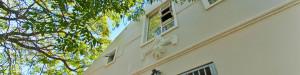 Dit huis is gelegen in de stadswijk Gardens dicht bij het centrum van Kaapstad